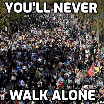 Massive crowd at Trafalgar Square sings with David Icke: 'You'll never walk alone'